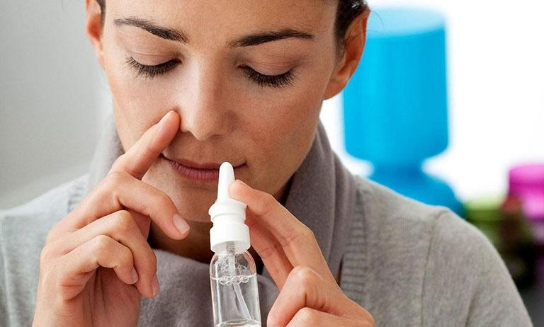 Rửa mũi bằng nước muối sinh lý đúng cách sẽ giúp làm giảm các triệu chứng bệnh viêm xoang
