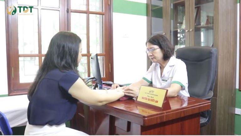 Người trực tiếp điều trị cho chị Lan là bác sĩ Nguyễn Thị Tuyết Lan - một trong những chuyên gia tiêu hóa hàng đầu Việt Nam
