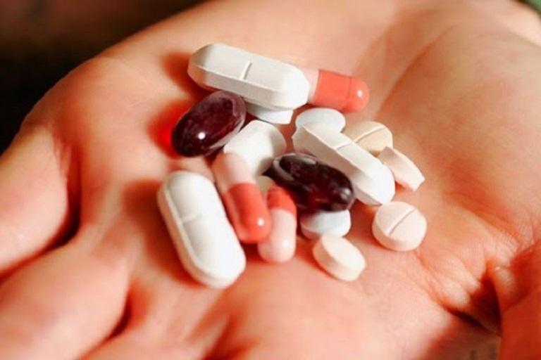 Thuốc Tây y tiềm ẩn nhiều nguy cơ tác dụng phụ