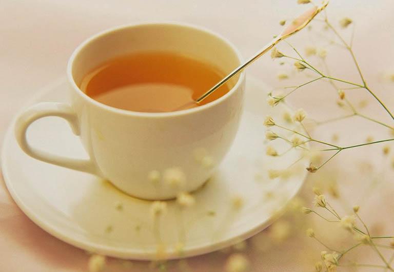 Uống mật ong pha nước ấm