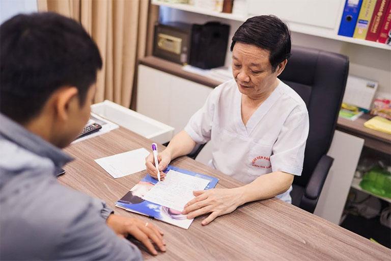 bác sĩ Phạm Hồng Lãnh khám chữa bệnh viêm da cơ địa giỏi