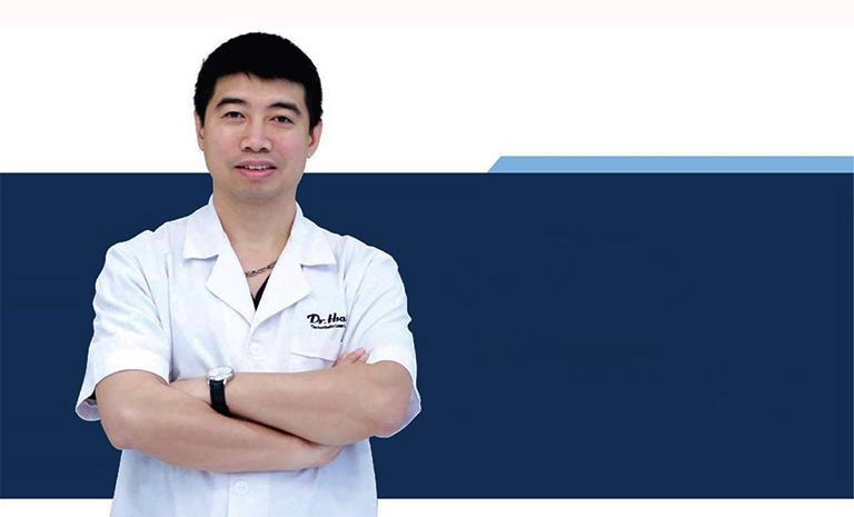 Tiến sĩ, Bác sĩ Vũ Thái Hà là một trong những bác sĩ giỏi trong việc khám chữa bệnh viêm da cơ địa