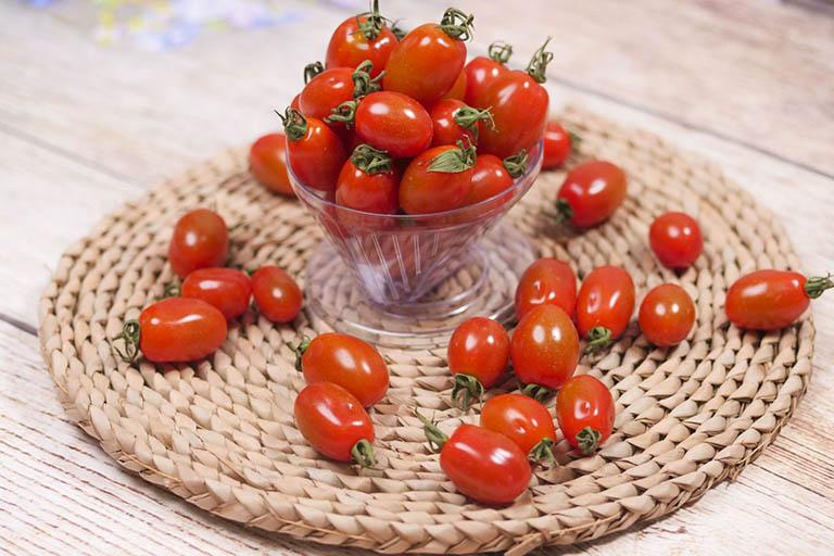 Người bị bệnh gút không nên ăn cà chua