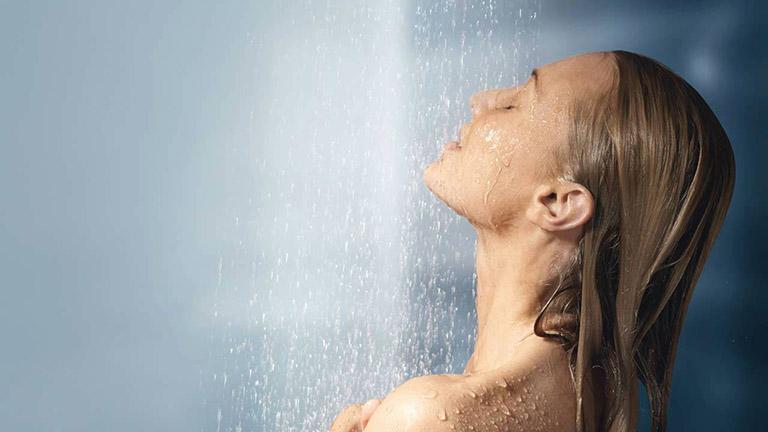 Tắm rửa thường xuyên là cách phòng bệnh lác đồng tiền
