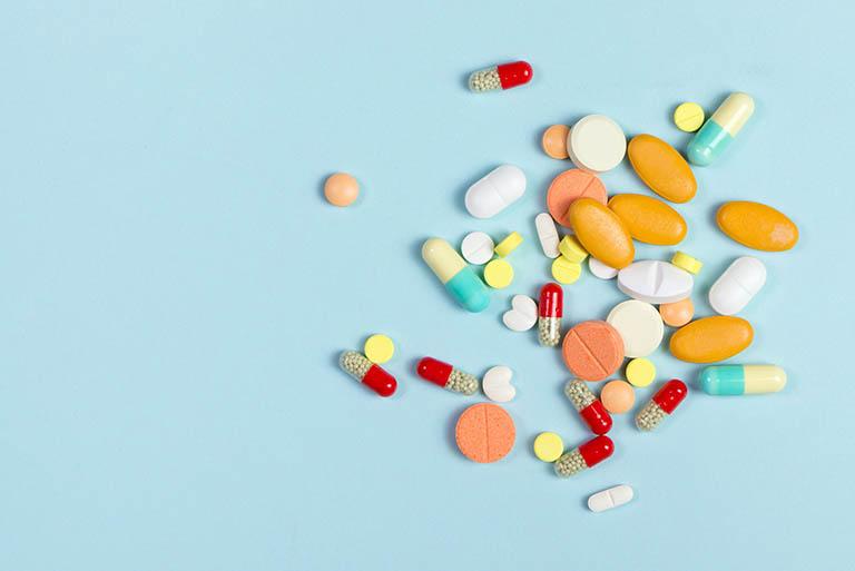 Sử dụng thuốc điều trị bệnh giời leo ở mắt