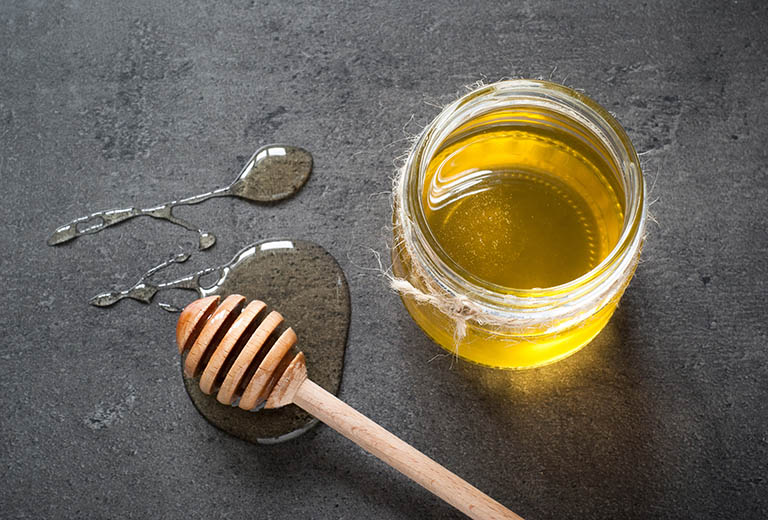 Trị hắc lào bằng mật ong nguyên chất
