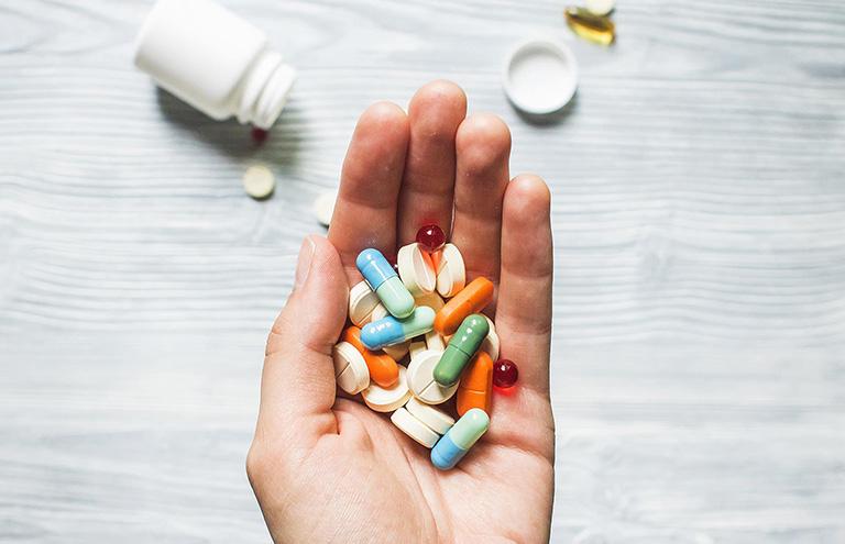 viêm da tiết bã uống thuốc gì