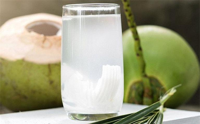 Chữa đau dạ dày tại nhà bằng nước dừa