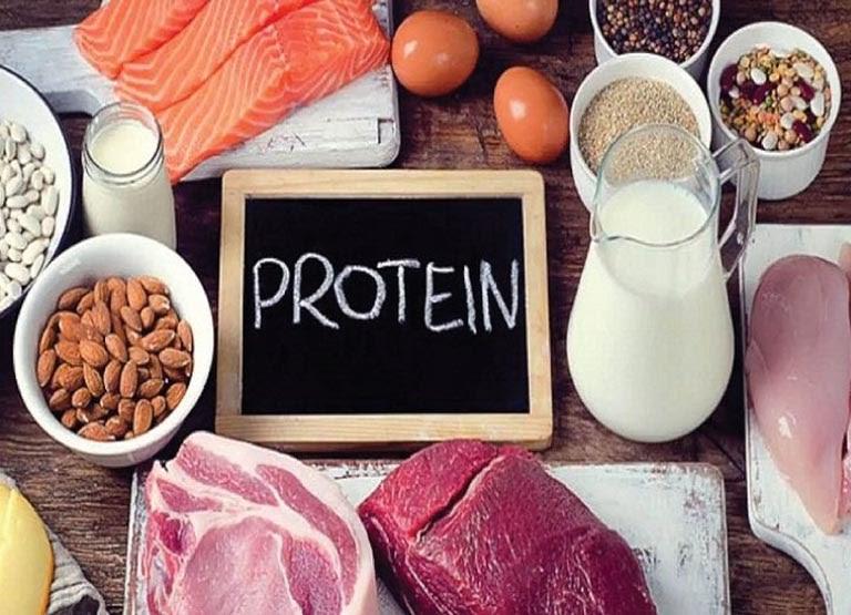 người bị dị ứng thời tiết nên kiêng các thực phẩm giàu protein
