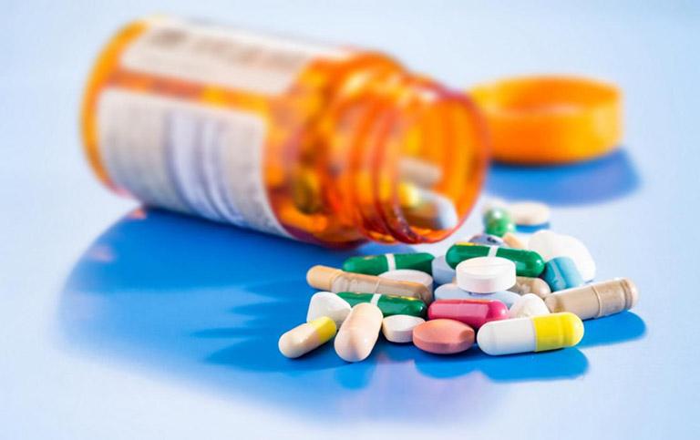 Điều trị zona thần kinh bằng thuốc cần phải có sự chỉ định của bác sĩ