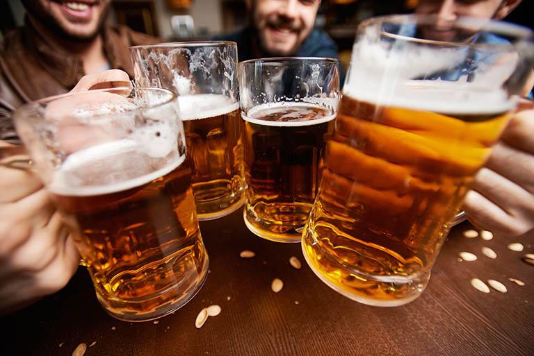 U đại tràng ác tính xảy ra phổ biến hơn ở những người uống rượu bia
