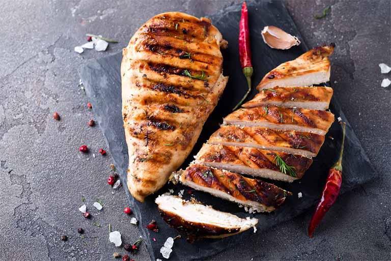 người bị bệnh gút nên ăn thịt gà như thế nào?