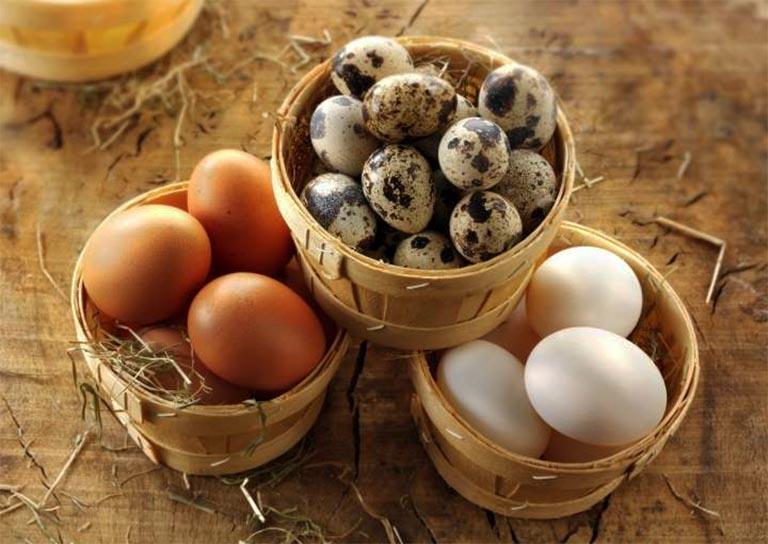 bị gút ăn trứng được không, ăn loại nào?