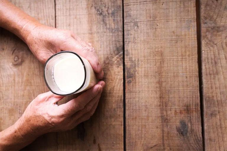 bị gút có nên uống sữa không?
