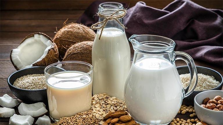 người bị gút uống sữa được không?