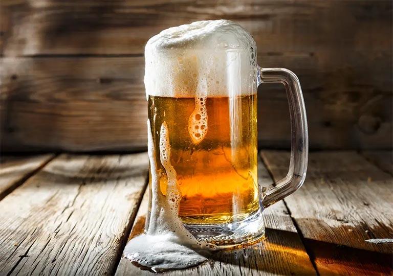 vì sao người bị gút không nên uống rượu bia