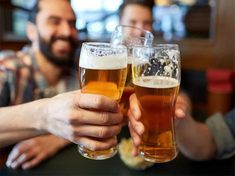 tại sao người bệnh gút không nên uống bia, rượu