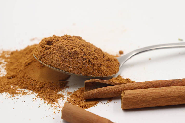Bài thuốc điều trị bệnh viêm họng hạt bằng bột quế