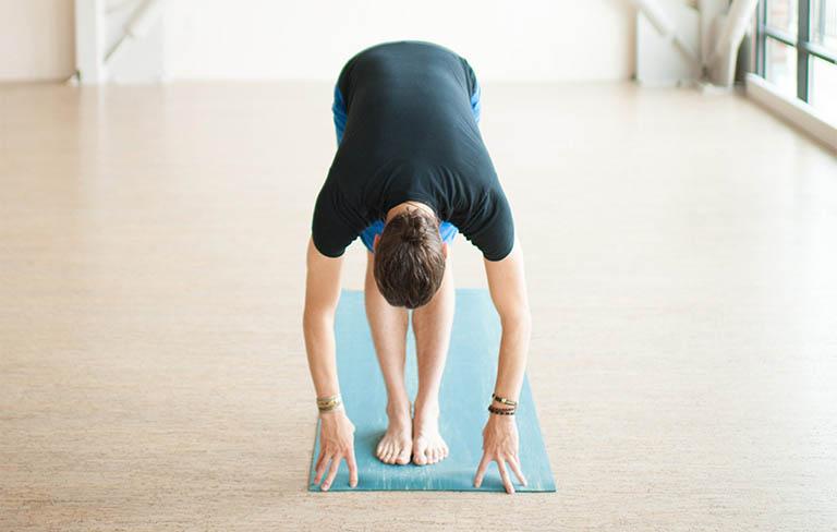 Bài tập yoga Uttanasana