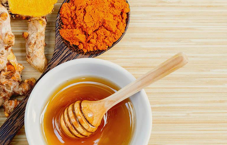 Dùng thảo dược có khả năng giảm viêm, giảm đau