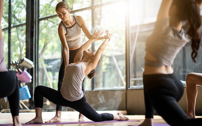 Tham gia vào các hoạt động luyện tập thể dục thể thao để nâng cao hệ miễn dịch