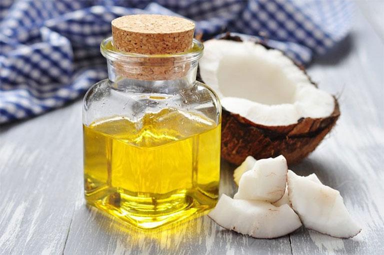 chữa bệnh á sừng bằng dầu dừa