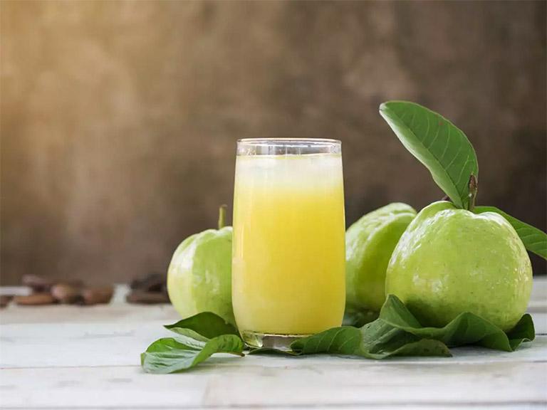 bị đau dạ dày có thể uống nước ép ổi