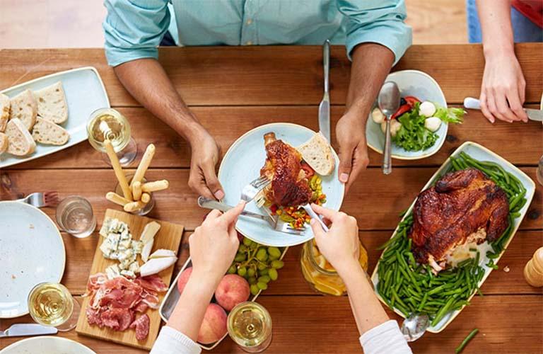 bị đau dạ dày có ăn thịt gà được không?