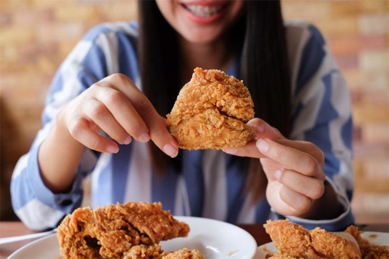 người bị đau dạ dày có được ăn thịt gà không?