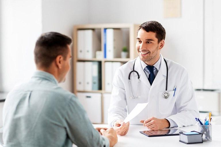 đau dạ dày lan ra sau lưng - khi nào nên thăm khám?