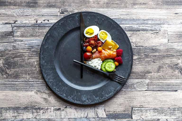 xây dựng chế độ ăn uống hợp lý cho người bị đau dạ dày quặn từng cơn