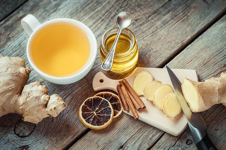 Chữa đau rát cổ họng và giảm viêm bằng trà gừng ấm