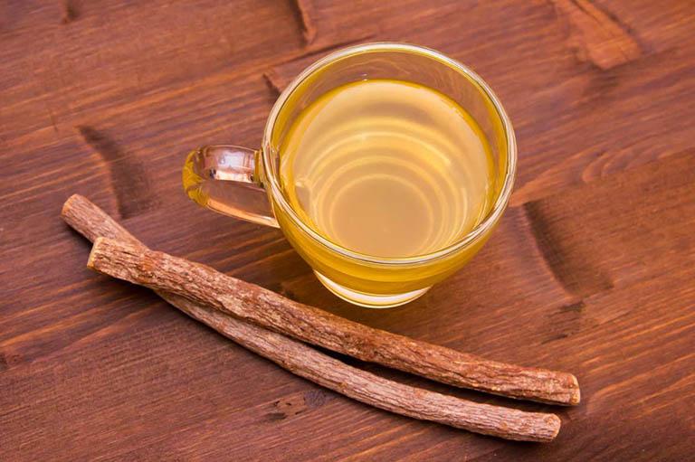 Làm dịu niêm mạc, trừ ho có đờm và giảm đau họng bằng trà cam thảo
