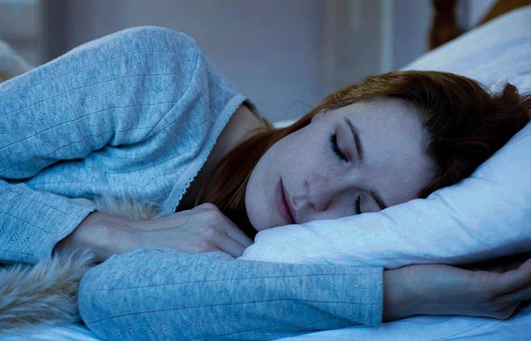 Giường ngủ cần rộng rãi, thoải mái, phòng ngủ yên tĩnh, tối