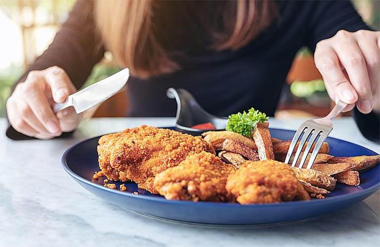 điều chỉnh chế độ ăn thịt gà phù hợp với người bị viêm họng