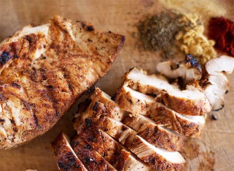 bị viêm họng nên ăn bao nhiêu thịt gà là đủ?