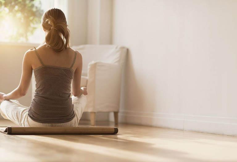 Áp dụng chế độ sinh hoạt và ăn uống lành mạnh giúp cải thiện giấc ngủ