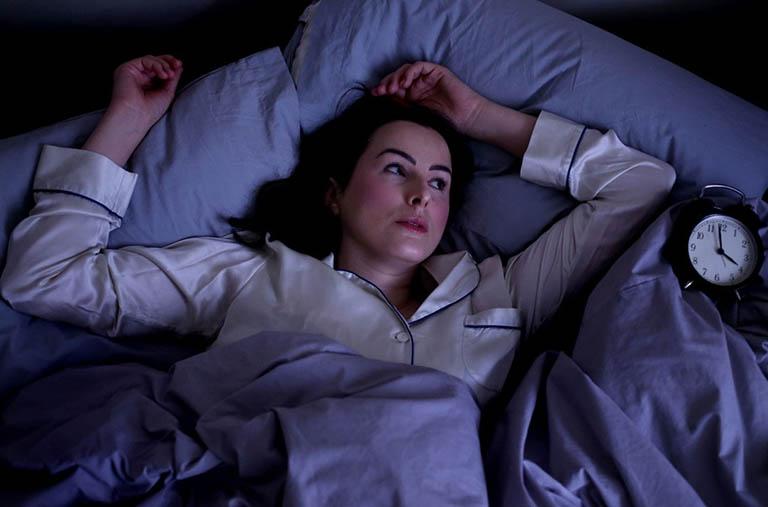 Khó ngủ, nằm trằn trọc hoài nên làm gì?