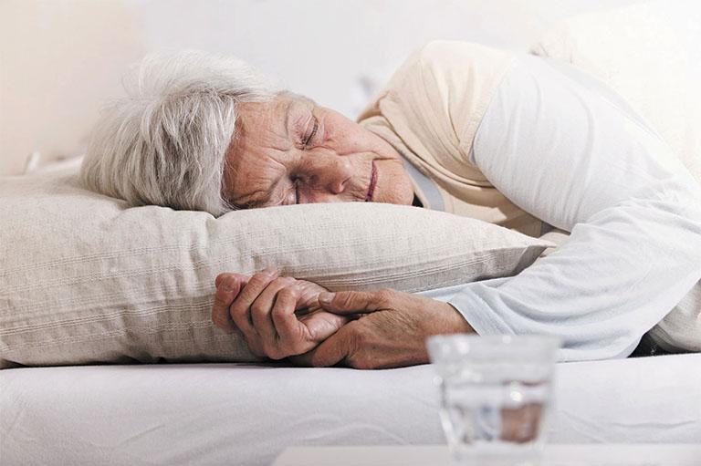 trị bệnh mất ngủ bằng lá đinh lăng