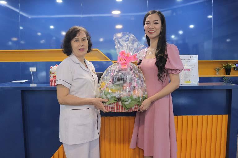 Bệnh nhân Thu Trang - một người bệnh đã điều trị viêm âm đạo thành công nhờ bài thuốc của bác sĩ Thanh Hà và mang thai sau 7 năm hiếm muộn