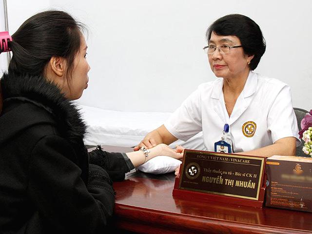 Bác sĩ Nguyễn Thị Nhuần đánh giá cao bài thuốc của bác sĩ Đỗ Thanh Hà