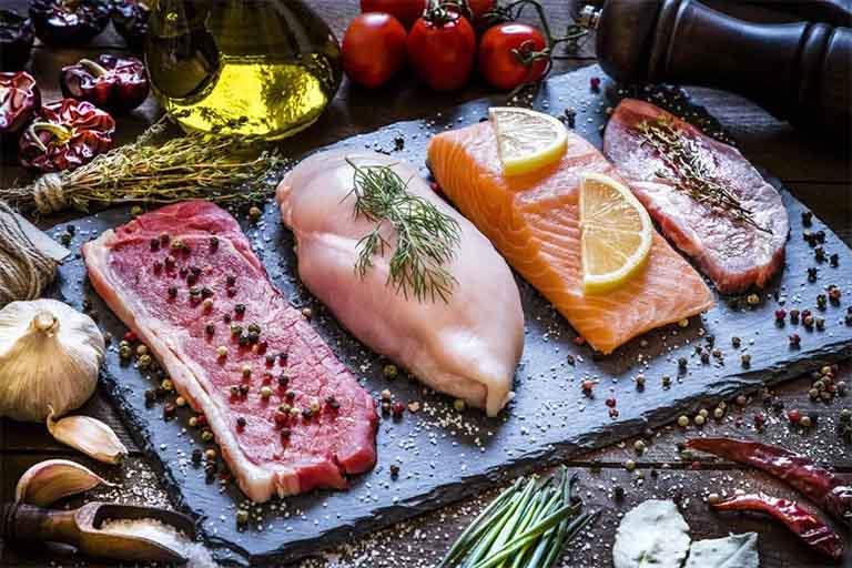 điều chỉnh chế độ ăn thịt đỏ cho người mắc bệnh gút