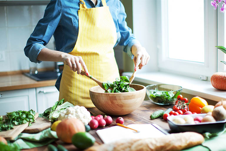 Sinh hoạt điều độ và lành mạnh, có chế độ ăn uống hợp lý, đầy đủ chất dinh dưỡng