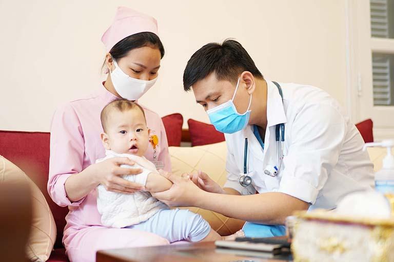 Bác sĩ Nguyễn Phương Khanh có phòng khám tư với đầy đủ trang thiết bị y tế hiện đại
