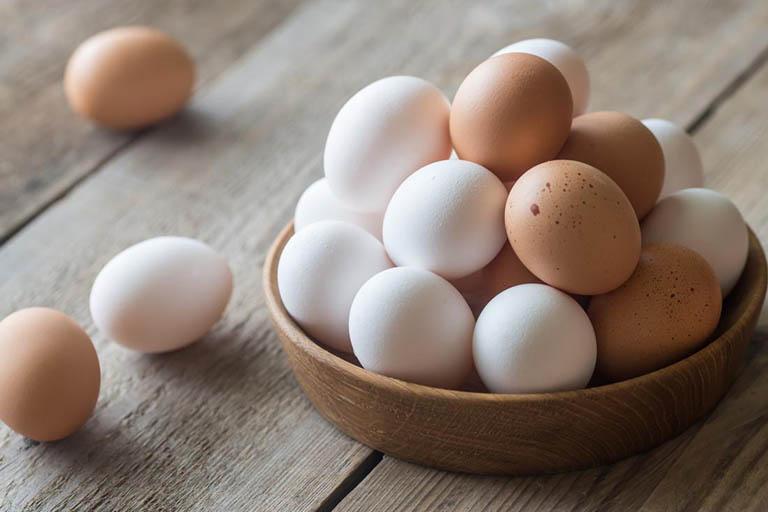 Cách kết hợp lòng trắng trứng và dầu ô liu chữa rụng tóc và phục hồi da đầu