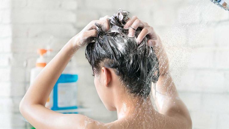hướng dẫn sử dụng dầu gội trị nấm da đầu