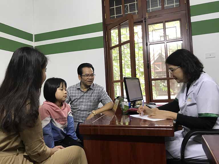 Cháu gái NSND Trần Nhượng chữa dạ dày HP tại Thuốc dân tộc do BS Tuyết Lan hướng dẫn