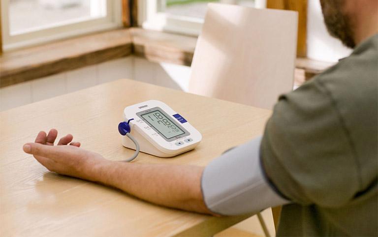 Theo dõi tình trạng sức khỏe của người bị xuất huyết dạ dày như thế nào?