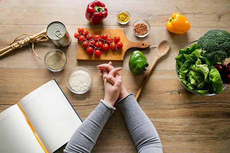 Xây dựng hói quen hoạt động thể chất, điều chỉnh chế độ ăn uống và thường xuyên theo dõi tình trạng bệnh