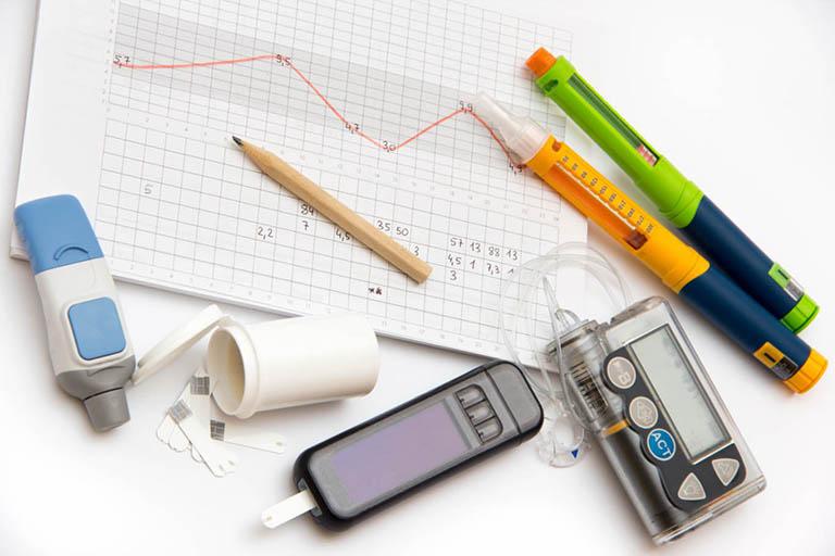 Bệnh nhân cần kiểm tra và ghi chú lại lượng đường trong máu trên 4 lần/ ngày